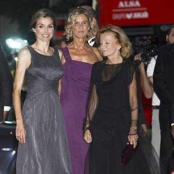 La Princesa Letizia, Cristina Garmendia y Elena Salgado en la cena del 25 aniversario de 'Expansión'