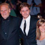Lluís Homar, Daniel Brühl y Claudia Vega en el estreno de 'Eva' en la Mostra de Venecia