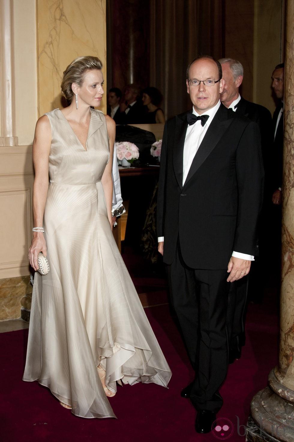 Los Príncipes Alberto y Charlene llegan a la gala Montblanc celebrada en Mónaco