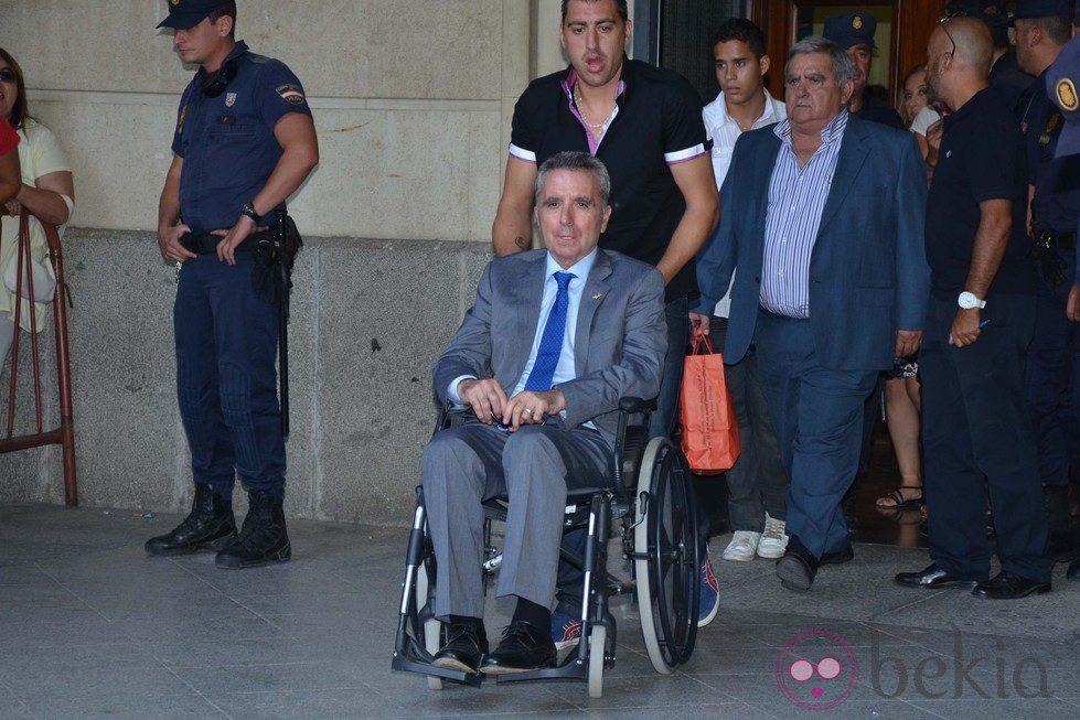 Ortega cano sale de los juzgados de sevilla tras declarar for Juzgados viapol sevilla