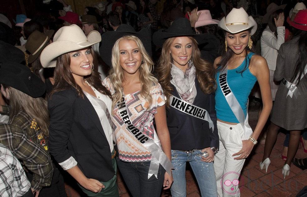 La Miss España 2010 Paula Guilló en el certamen de Miss Univero 2011