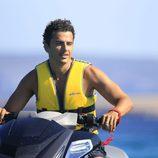 Orson Salazar montando en moto acuática en Ibiza