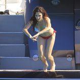 Paz Vega se lanza al agua durante sus vacaciones en Ibiza