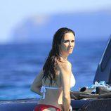 Paz Vega se relaja en aguas de Ibiza