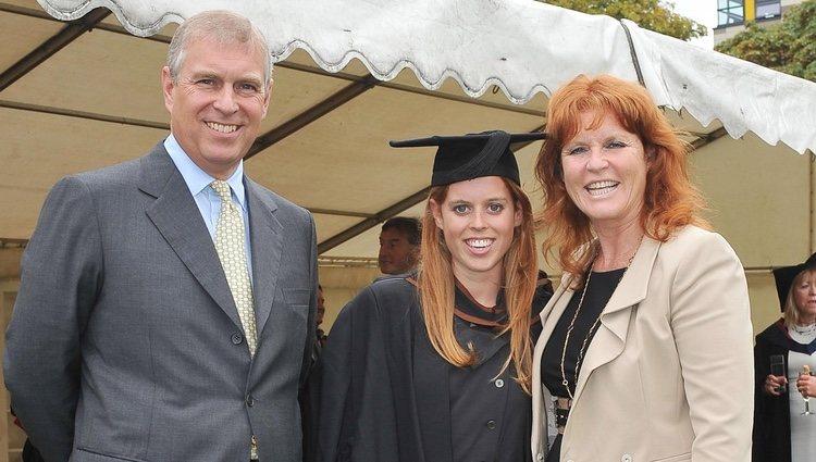 El Príncipe Andrés y Sarah Ferguson con su hija Beatriz de York