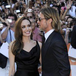 Angelina Jolie y Brad Pitt muy cariñosos en el estreno de 'Moneyball' en Toronto