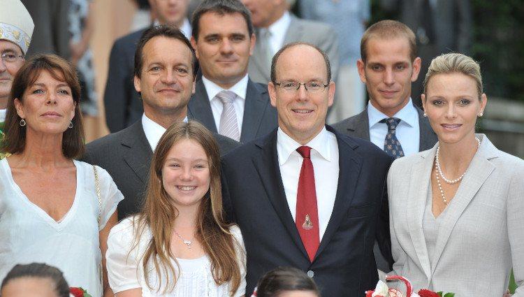 Los Príncipes Alberto y Charlene, Carolina de Mónaco y sus hijos en el picnic de Mónaco
