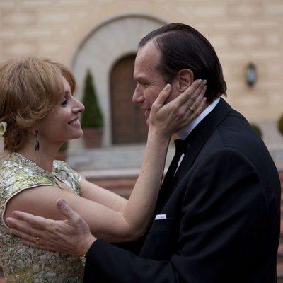 Tita Cervera y el Barón Thyssen en la tv movie 'Tita Cervera. La Baronesa'