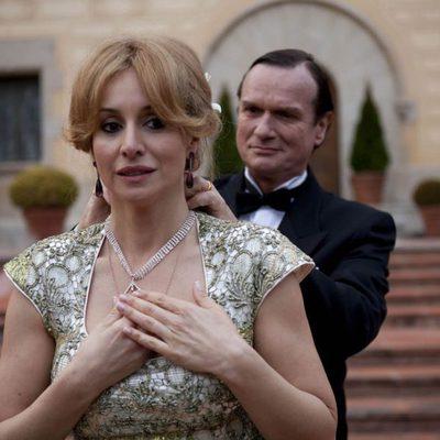El Barón Thyssen y Carmen Cervera en una escena de 'Tita Cervera. La Baronesa'