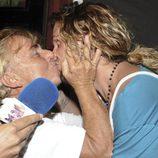 Toni Genil y Jeyko se besan en una fiesta de 'Supervivientes' celebrada en Madrid