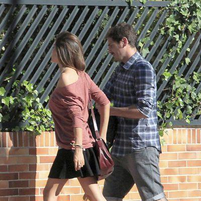 Iker Casillas y Sara Carbonero frente a la casa que comparten en Boadilla