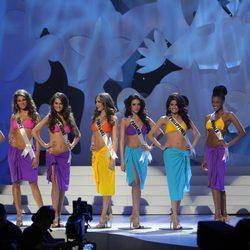 Las diez finalistas de Miss Universo 2011 posan en ropa de baño