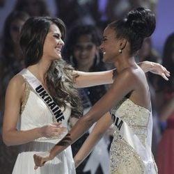 Miss Angola Leila Lopes y Miss Ucrania Olesia Stefanko, finalistas de Miss Universo 2011