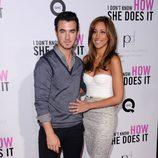 Kevin Jonas y su mujer Danielle Deleasa en el estreno de 'Tentación en Manhattan' en Nueva York