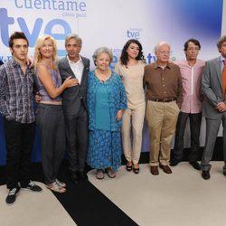 Miguel Ángel Bernardeau, Santiago González, Eduardo Ladrón de Guevara y el reparto de 'Cuéntame'