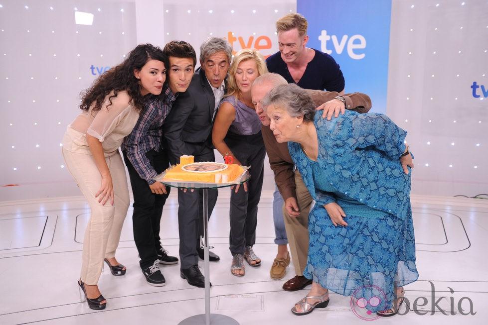 El elenco de 'Cuéntame cómo pasó' sopla las velas del 10 aniversario de la serie