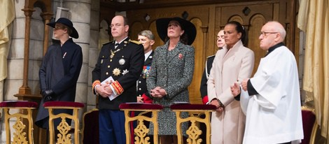 Alberto y Charlene de Mónaco con las Princesas Carolina y Estefanía en el Día Nacional de Mónaco 2013