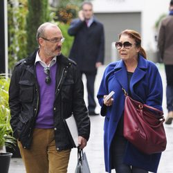 Mila Ximénez de compras con un amigo por Madrid