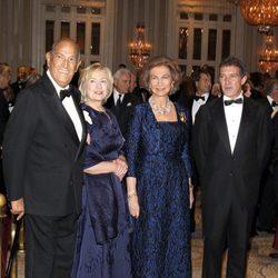Óscar de la Renta, Hillary Clinton, la Reina Sofía y Antonio Banderas en la entrega de las Medallas de Oro del Queen Sofía Spanish Institute
