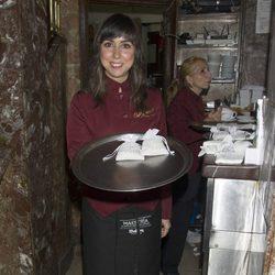 Carmen Ruiz, camarera benéfica por unas horas para Oxfam Intermón