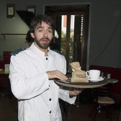 Alberto Amarilla, camarero benéfico por unas horas para Oxfam Intermón