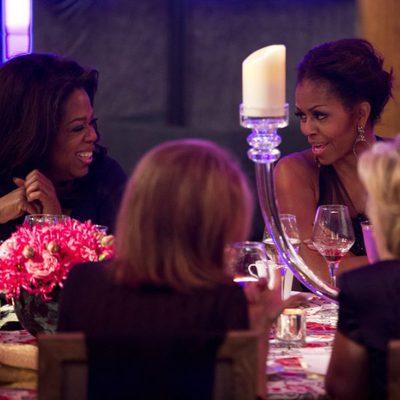 Michelle Obama y Oprah Winfrey en la cena en honor a los premiados con las Medallas de la Libertad