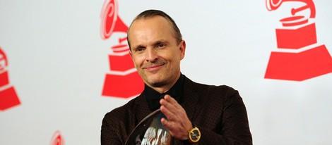 Miguel Bosé recoge el premio a la Persona del Año 2013 de los Grammy Latinos