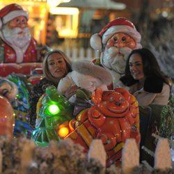 Tamara Ecclestone junto a Petra Ecclestone y su hija Lavinia en 'Winter Wonderland'