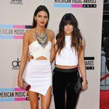 Kendall y Kylie Jenner en los American Music Awards 2013