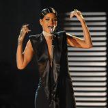 Rihanna durante su actuación en los American Music Awards 2013
