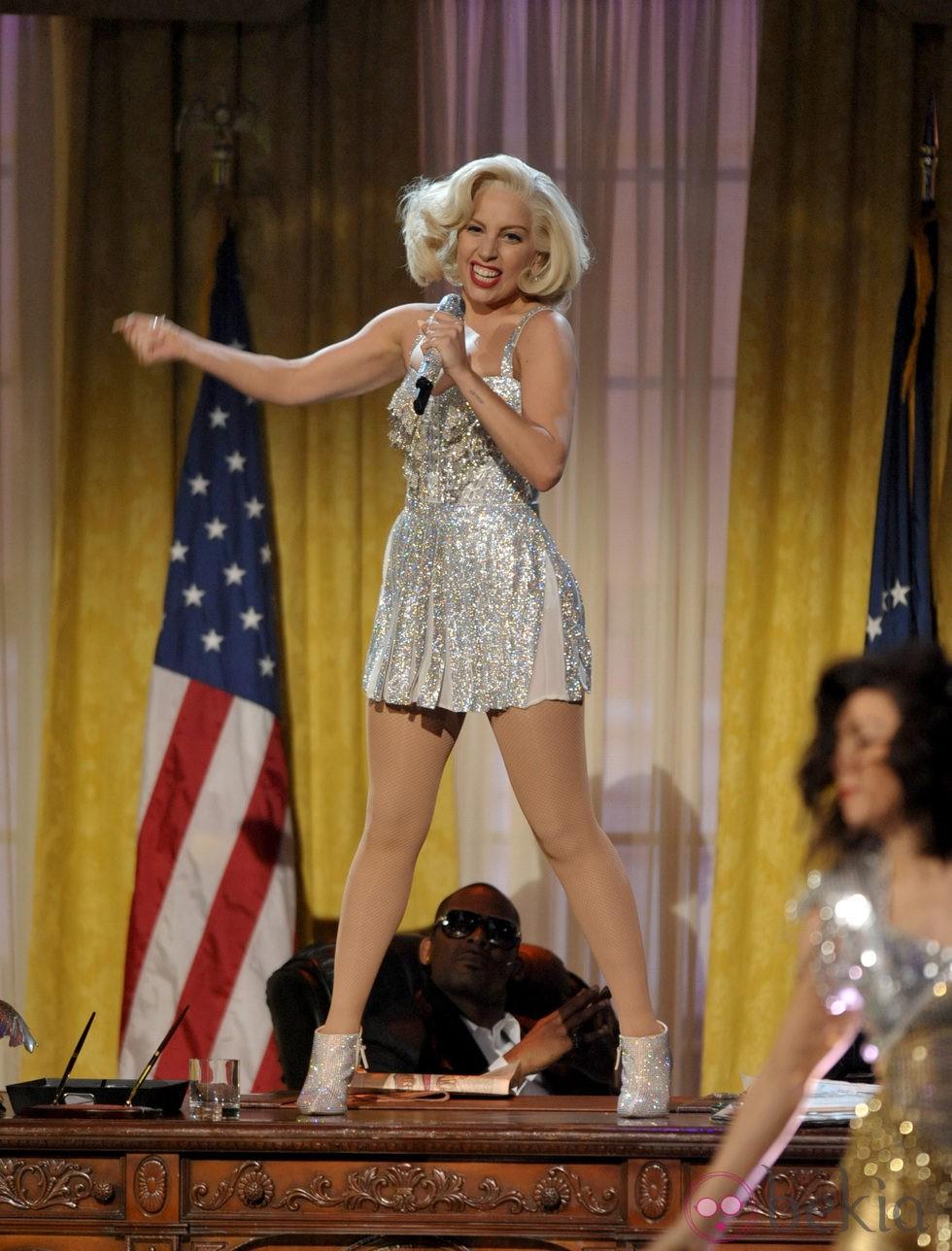 Lady Gaga durante su actuación en los American Music Awards 2013