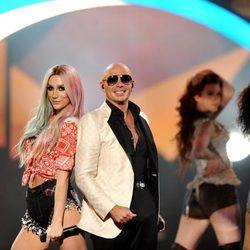 Pitbull y Kesha durante su actuación en los American Music Awards 2013