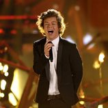 Harry Styles durante la actuación de One Direction en los American Music Awards 2013