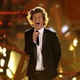 Harry Styles durante la actuación de One Direction en los American Music Awards 2013
