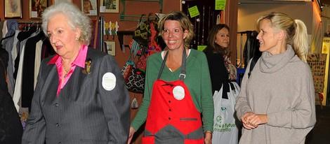 La Infanta Pilar, Simoneta Gómez-Acebo y Winston Holmes Carney en el Rastrillo Nuevo Futuro 2013