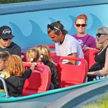 Gwen Stefani, Gavin Rossdale y sus hijos Kingston y Zuma en Disneyland