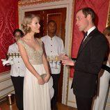 El Príncipe Guillermo charla con Taylor Swift en la Winter Whites Gala 2013