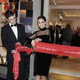 Blanca Suárez corta la cinta inaugural de una tienda en Madrid
