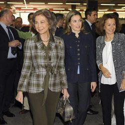 La Reina Sofía y la Princesa Letizia en el Rastrillo Nuevo Futuro 2013
