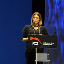 Amaia Salamanca recoge un premio en el Festival de Cine de Zaragoza