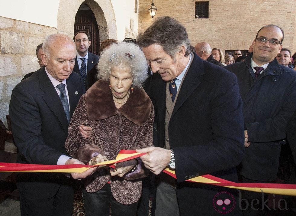 Los Duques de Alba inauguran una muestra de belenes en Carrión de los Condes