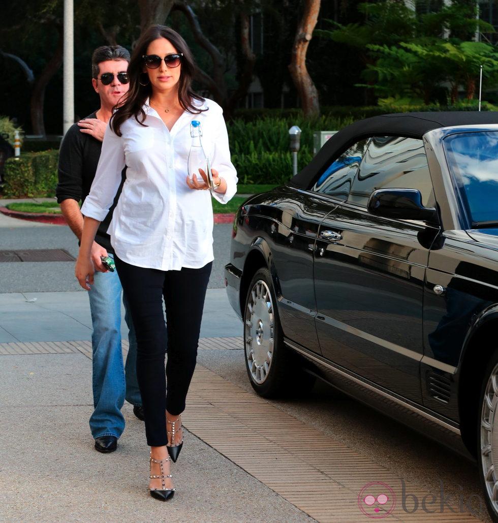 Lauren Silverman paseando su embarazo por Beverly Hills con Simon Cowell