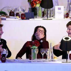 Carolina de Mónaco se ríe en el Master hípico de París