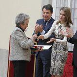 La Princesa Letizia entrega a Amparo Baró la Medalla de Oro al Mérito en las Bellas Artes 2012
