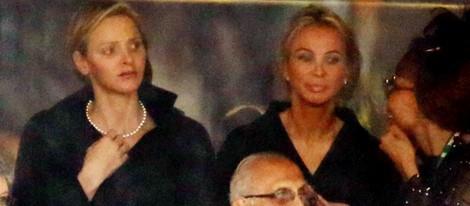 Charlene de Mónaco y Corinna zu Sayn-Wittgenstein en el funeral de Nelson Mandela