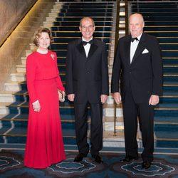 Los Reyes de Noruega y Ahmet Üzumcü en la entrega del Nobel de la Paz 2013