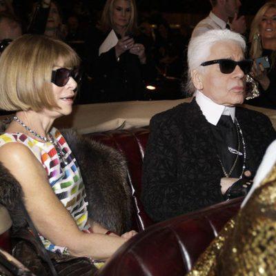 Anna Wintour y Karl Lagerfeld en el desfile de la colección 'Métiers d'Art' de Chanel en Dallas