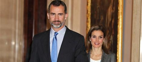 Los Príncipes Felipe y Letizia en la reunión del Patronato de la Fundación Príncipe de Girona
