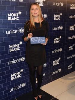 Vanesa Lorenzo presume de embarazo en un acto de Montblanc y Unicef