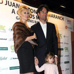 Carlos Moyá y Carolina Cerezuela con su hija Carla en la entrega del Premio Juan Antonio Samaranch
